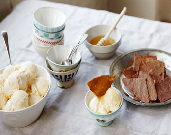 An irresistible Recipe For Honey Ice-Cream and Ginger Thins