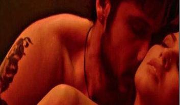 Sunny Leone Gets Intimate With Emraan Hashmi in 'Baadshaho' Song 'Piya More'