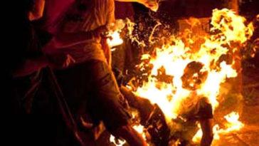 पिता ने बेटे-बहू और पोती को आग लगाई, बच्ची की मौत