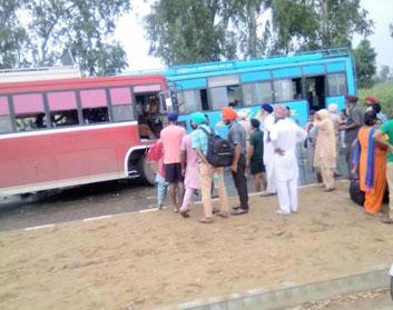 2 buses collide in Tarn Taran