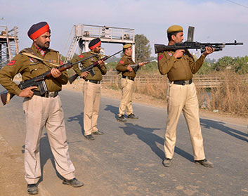 Policemen Attacked in Punjab After Refusing to Policemen Attacked in Punjab