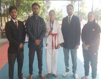 कराटे चैंपियनशिप में ब्रांज जीतने वाली छात्रा सम्मानित
