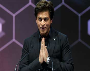 Shah Rukh Khan won thunderous applause from the audience as he wrapped his speech on power dynamics at the Crystal Award organised by the World Economic Forum (WEF) in Davos on Monday evening.