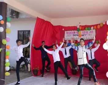 प्रेजेंटेशन पब्लिक स्कूल में विदाई समारोह आयोजित