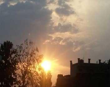 सुबह दर्शन देकर दिनभर बादलों में आलोप रहे सूर्यदेव
