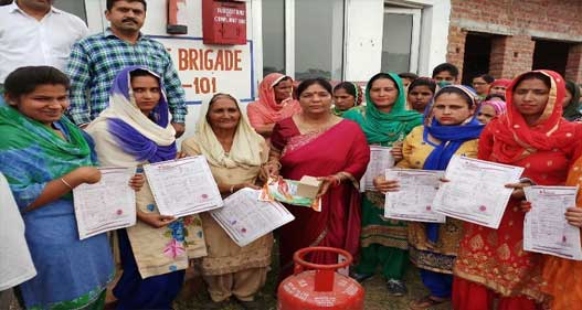 पुंज इंडेन ग्रामीण वितरक गैस एजेंसी ने मनाया उज्वला दिवस