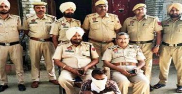 मोबाइल और सोने के गहनों सहित एक गिरफ्तार